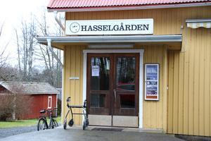 Här inne i Hasselgården i Hasselfors arrangerades naturfoto och filmfestivalen för femte året i rad.