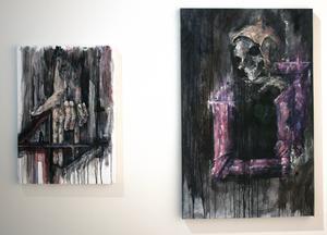 Leo Määttä målar ofta sina verk i svarta och röda färgtoner.