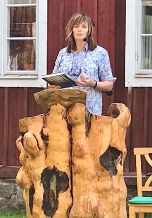 Gunilla Kindstrand presenterar boken om Hilding.