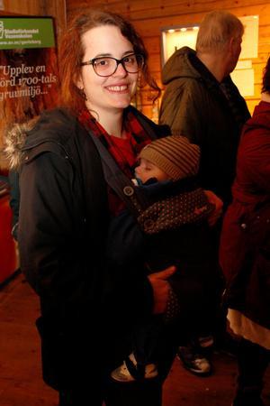 Henric Fors, sex månader, var berättarkvällens yngste besökare.