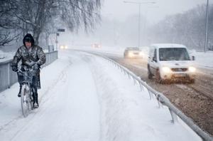 Nog borde snösvängen i Söderhamn ha hunnit ploga åtminstone från Resecentrum in mot centrum till klockan 17 i torsdags, tycker insändaren.