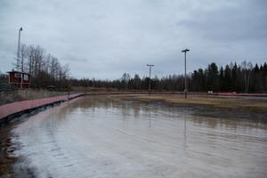 Motorstadion i Eriksnäsbo behöver med all sannolikhet en köldknäpp om tävlingen i Svenska cupen ska bli av den 25 januari.