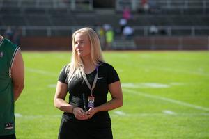 Sara Lidner fick inför matchen motta priset som bästa linebacker under säsongen.