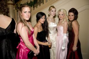 Rebecka Klovland, Maggie Wanthatham, Michelle Von Walden, Freja Larsson och Susanna Harju.