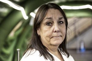 Insändarförfattaren riktar skarp kritik mot verksamhetschefen på Akutkliniken Carina Oskarsson.