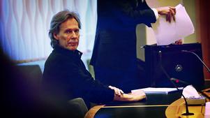 Gryningspyromanen, Ulf Borgström, är misstänkt  på sannolika skäl för försök till mordbrand och grovt olaga hot mot tjänsteman. Nu ska han genomgå en stor rättspsykiatrisk undersökning innan dom kan falla.