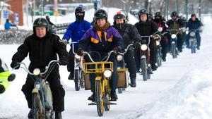 Det stora antal som deltar vid träffarna vittnar om ett starkt intresse för mopeder i länet.