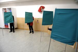 Vissa politiker verkar tycka att det är onödigt med en folkomröstning om genomfarten i Ljusdal, skriver  insändarskribenten.