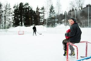 Bröderna Johan och Jack Svensson är trogna besökare på uterinken vid Modohallen.