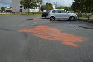 På måndagsmorgonen gjorde räddningstjänsten en utryckning till en parkering vid Sturegatan i Nässjö, nära Brinellgymnasiet, där också flera bilar utsatts för stöld av drivmedel.