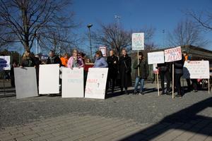 April 2019. Lärare demonstrerar i Norrtälje mot nedskärningar i skolan. Förvaltningen går med ett stort underskott och måste spara 24 miljoner kronor.