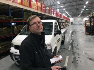 Mats Forsberg har fått mycket bättre arbetsmiljö. Han slipper korsdrag och minusgrader när han hjälper kunderna.