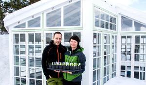 Växthuset byggde Jonas Helin i höstas, ett steg på vägen för Hannas plantor, innan de ska ut i rabatterna.