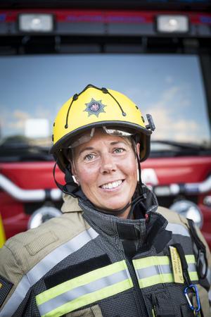 Sylvia Fridén är en av de första svenska kvinnorna som blev brandman. Nu har hon varit i yrket i 20 år, och i dag är hon styrkeledare.