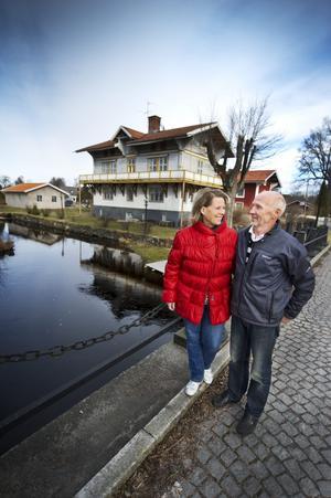 Kicki och Jonny Danielsson trivs med både huset och miljön omkring.