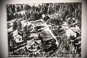 Skogsbruksskolan i Bispgården på ett gammalt flygfoto från 1950-talet.