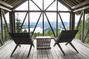 Från loftet erbjuds en mäktig utsikt över landskapet.