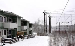 Vi fortsätter att hävda vårt krav att Eon gräver ned sin 130 kV-ledning genom östra Granloholm, skriver debattförfattarna.