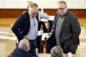 Glenn Nordlund (S) och Hans Backlund (S) på regionens fullmäktigemöte i förra veckan.