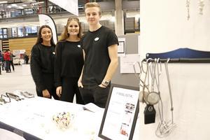 Full Koll UF heter de här unga entreprenörernas UF-företag. Maja Herndal, Hanna Viggeborn och Adam Bruckner.