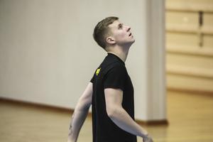 """""""Jag kunde använda basketen för att tänka på annat"""", säger John Pålsson om den tuffa tiden efter pappans olycka."""