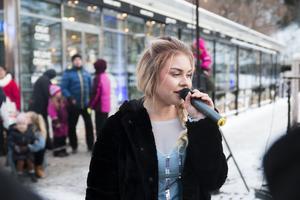 Evelina Jonsson sjöng