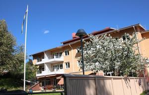 Demensboendet Lustigknopp på Manhemsvägen är byggt 1995. Falu kommun flyttar det  till nya boendet i Britsarvet/Bojsenburg tidigast sommaren 2020.