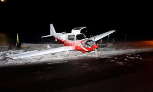 Flygplanet hamnade alldeles vid en bilväg när det halkade av landningsbanan.
