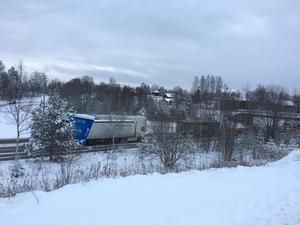 Trafikolycka på E4 i höjd med Bergeforsen. Mopedbil körde in i mitträcket och långa trafikköer bildades.
