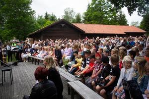 Rosenvalls skolavslutning hölls på Söderala hembygdsgård.
