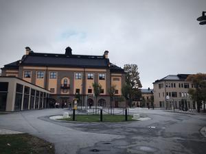 Karolinska gymnasiet i Örebro är en av de skolor där elever ska utbildas och få kunskaper i många skilda ämnen och inte minst demokrati.