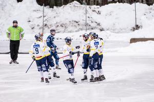 Falu BS fick måljubla åtta gånger i derbysegern mot Borlänge på bortaplan.