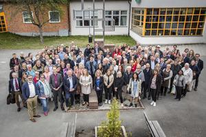 Gruppbild från mötet på Lorensberga skola, arrangerat av DT, Svenska kyrkan, Segerstedtinstitutet , Dalarnas Idrottsförbund, Rädda Barnen i Dalarna, Västerbergslagens utbildningsförbund (VBU), genomfört i god samverkan med Ludvika kommun.