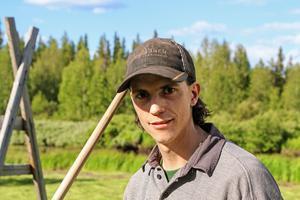André Dahlin är uppväxt i Fagerdal, norr om Hammerdal och har haft ett intresse för jordbruk sen han var liten.– Vi bodde här på fäbodvallen varje sommar när jag var liten. När jag sprang runt på markerna föddes väl idén om en omvandling, säger han.