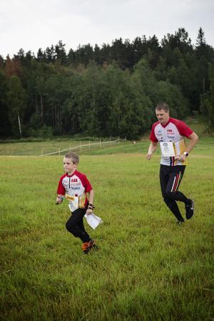 Felix och Johan Herbst från Västerås SOK sprang tillsammans.