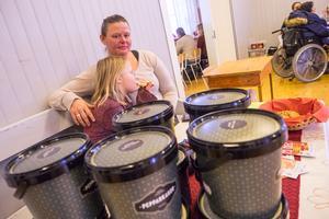 Sofia Sundell hade ett gäng pepparkakor som skulle säljas till förmån för Svegs IK.