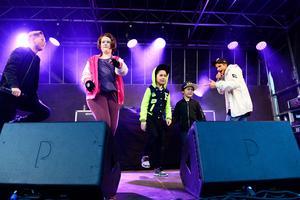 Samir och Viktor fick med sig Amanda Fandén, Nemo och Mio Norberg på scenen.