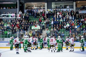 Det utbröt storbråk i andra periodpausen som resulterade i att åtta spelare fick inleda tredje perioden i utvisningsbåsen. Foto: Ludvig Thunman/Bidlbyrån