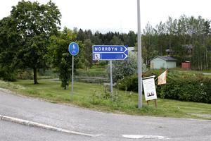 Här, i hörnet av Norrbyvägen och Gruvbyvägen, finns redan en grönyta – nu ska den bli Sone Bangers Park.