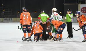 Minuterna då Per Hellmyrs låg kvar på isen på Sävståas var tysta.