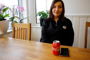 - Det var obehagligt att få det i munnen, berättar Meryem Mirza som tog en klunk Coca-cola och fick en märklig överraskning.
