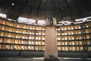 Det kubanska panoptiska fängelset Presidio Modelo färdigställdes 1928 och stängdes 1967. Bland andra satt de revolutionära bröderna Castro fängslade här under ett par års tid.