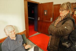"""Lisbeth Hesselbäck har inte tagit reda på handlingen för kvällens film. """"Den har ett väldigt fint slut"""", säger Bosse Hedman."""