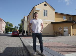 I kvarteret Valla ska Tom Sakofall bygga bostadsrätter och nu är han fastighetsägare även i centrala Ludvika.