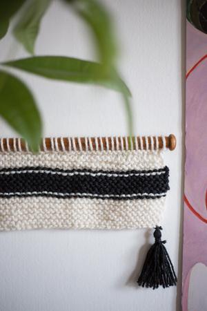 En handduk på ett turkiskt badhus inspirerade Stina Lodén till att sticka en väggbonad.Foto: Privat