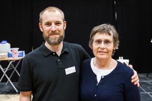 Andreas Vikdahl, vårdlärare på Härnösands gymnasium och tävlingsledare, samt Ingrid Säterberg, processledare för Vård &omsorgscollege, var nöjda med de unga deltagarna.