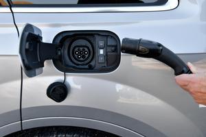 Visst finns det fördelar med elbilen, men att tro att det enbart är en god gärning för miljön är att missta sig, menar skribenten. Bild: Anders Wiklund/TT