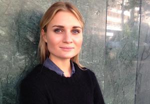 Lina Nordstrand, förlagschef Nypon och Vilja förlag berättar att förlaget även har en facebooksida på arabiska (facebook.com/nyponarabic/) för att informera om vad lättläst är, just på arabiska. Foto: Privat