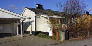 Rönnvägen 3 i Köping har bytt ägare för 2 230 000 kronor.