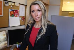 """Evalinda Aarvaag är lönechef i Falun. Hon berömmer personalen: """"Kompetenta medarbetare gör att det har blivit mycket färre fel än vad det hade kunnat bli med ett icke ändamålsenligt system. Medarbetarna har hittat felen och gjort nya rutiner för rätt lön till rätt person i rätt tid."""